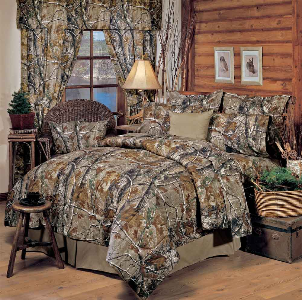 Realtree all purpose camo comforter sets cabin and lodge for Hunting cabin bedroom